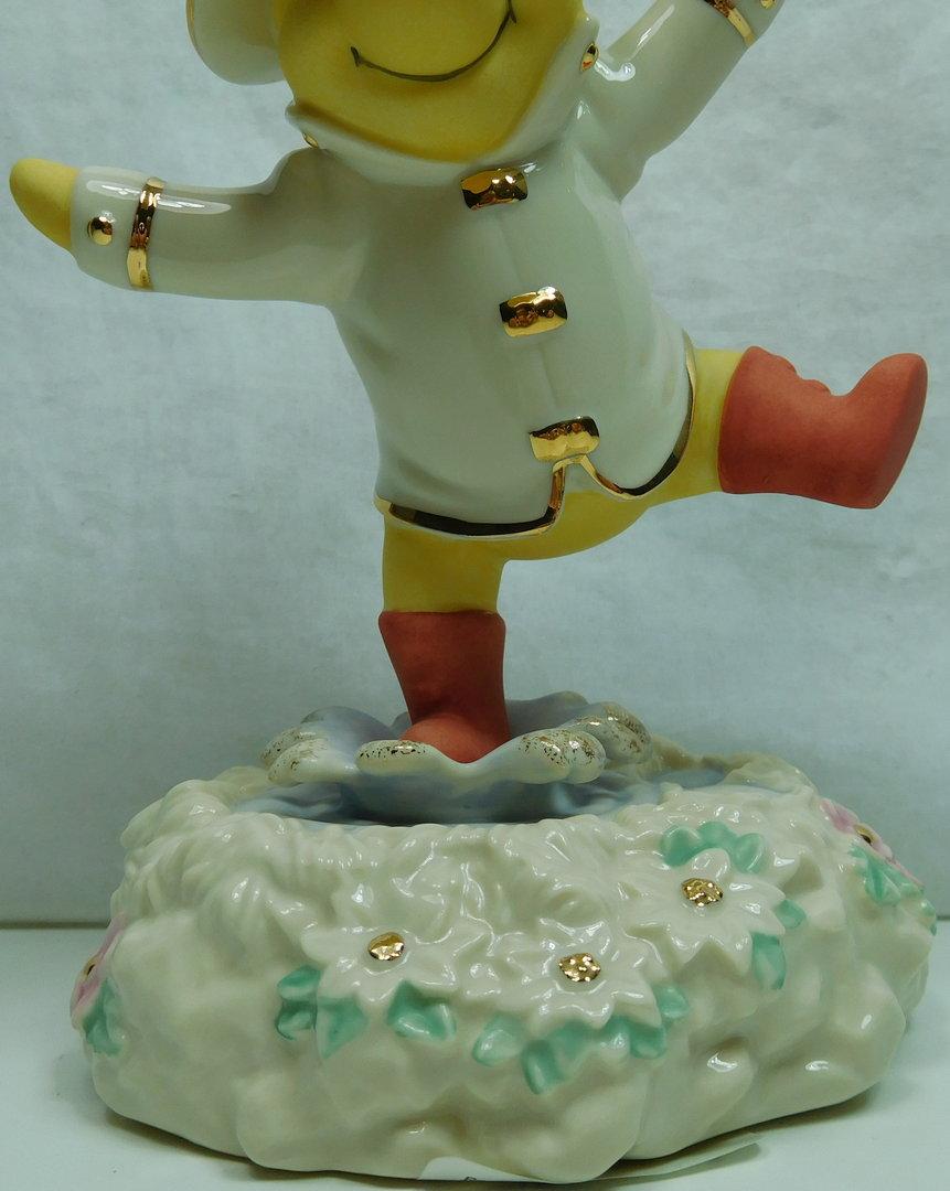 disney figur lenox 772249 winnie pooh singin in the rain. Black Bedroom Furniture Sets. Home Design Ideas